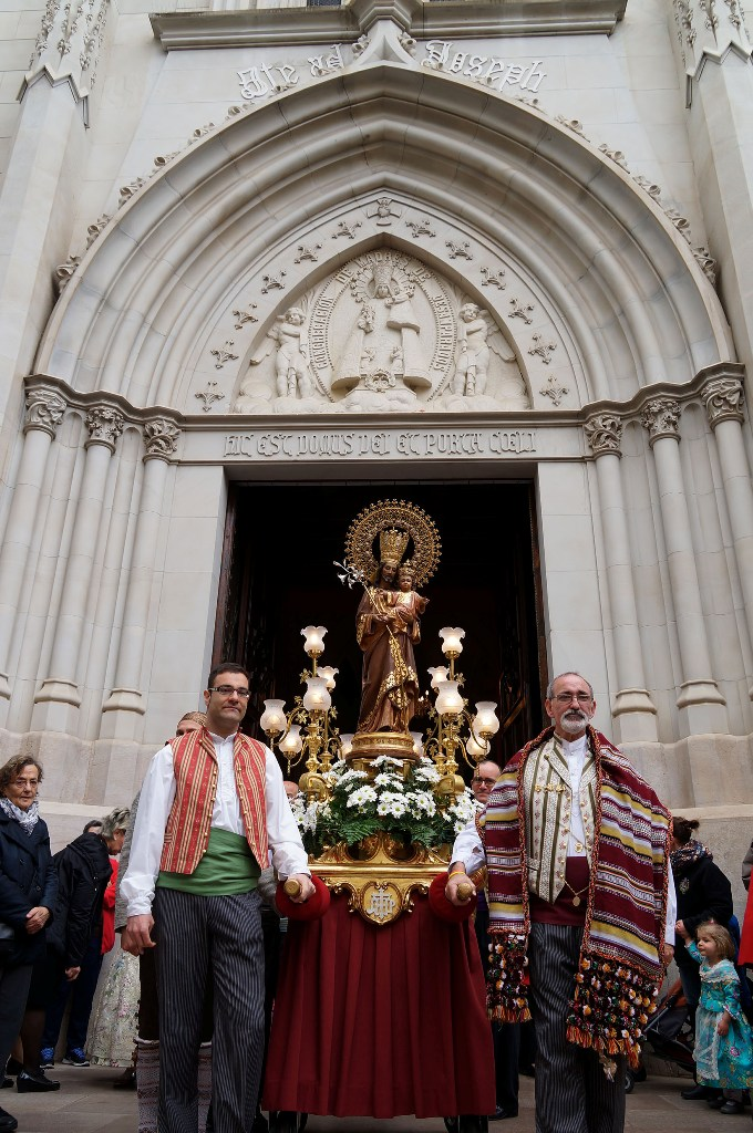 La imagen procesional de san jos recorre las calles de - Barcelona san jose ...